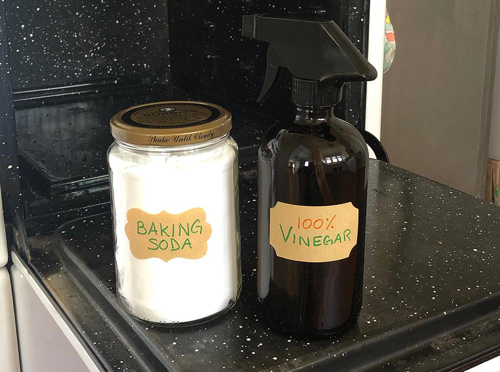 Natural Oven Cleaner - Vinegar & Baking Soda